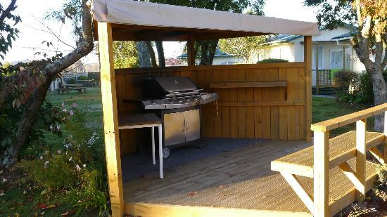 All Seasons Holiday Park Taupo : BBQ area