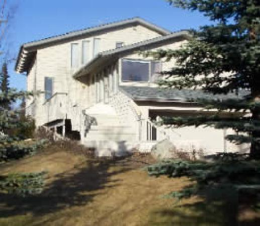 Susitna Sunsets Bed And Breakfast : Your home away from home sits on a 2 acre wooded lot with beautiful views. WOW!