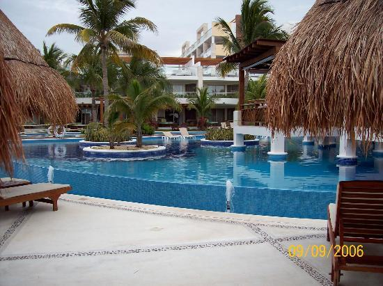 Excellence Playa Mujeres : Pool area.