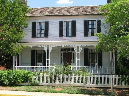 Madison, GA: The Rogers House, 1809 -- home, boarding house, dentistry