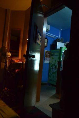 Feel At Home Hostel: We slept like this..with the door open to have ventilation