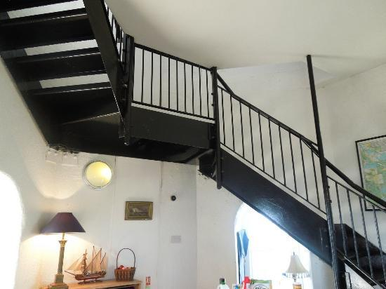 Wicklow, Irlanda: Stairs to kitchen