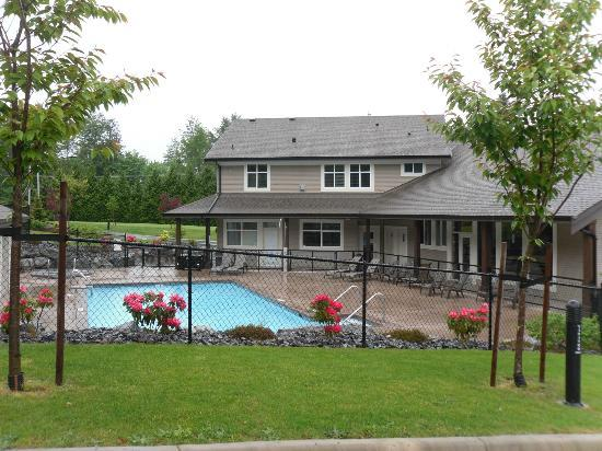 Eagle Wind RV Park : view of pool and great room/clubhouse/office