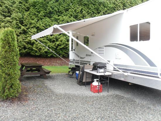Eagle Wind RV Park : view of one of the camping site, neat, clean and no MUD!