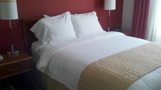Residence Inn Austin / Round Rock : Bedroom