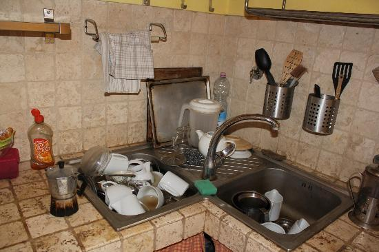 Bed & Breakfast San Lorenzo: this how we found the sink in the manless