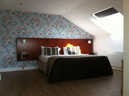 The Mill at Conder Green: huge bed and spacious room