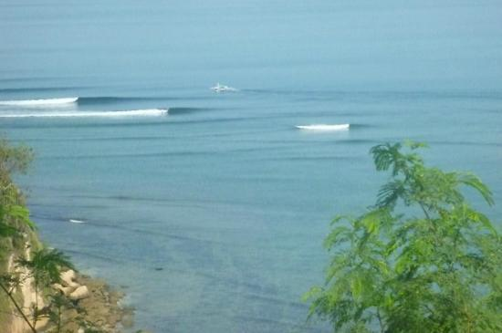 Heaven On The Planet: Boys in the boat passing up Insides for better waves at Outsides