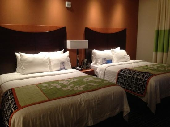 Fairfield Inn & Suites Oklahoma City NW Expressway/Warr Acres: Beds in queen suite