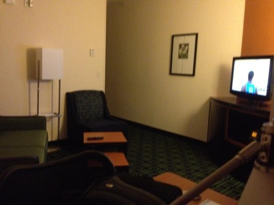 Fairfield Inn & Suites Oklahoma City NW Expressway/Warr Acres: TV sofa area