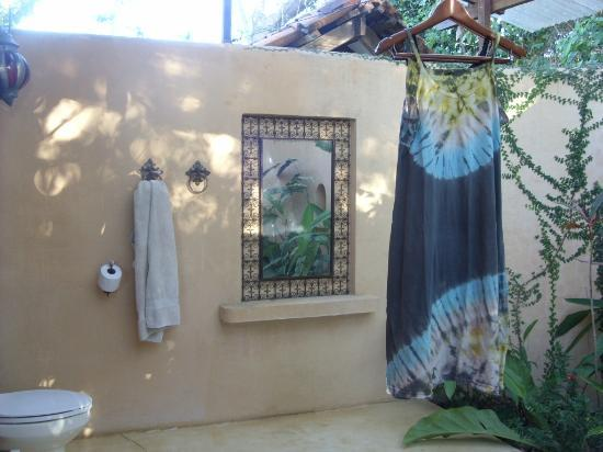 Anamaya Resort & Retreat Center: Open air bathroom