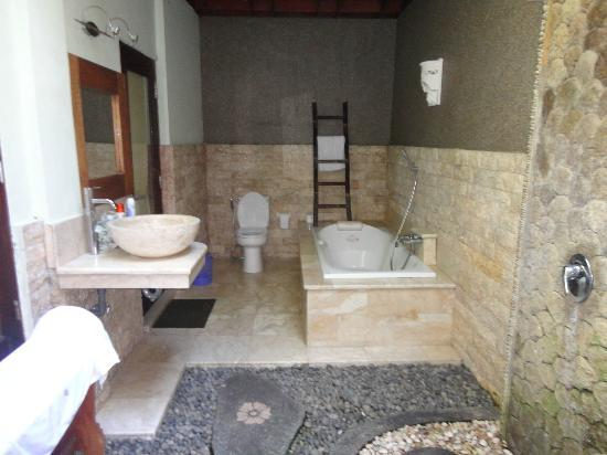Three Brothers Bungalows: Toilet & Bath
