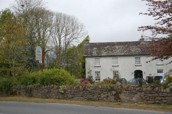 Abbey House B&B: View from road