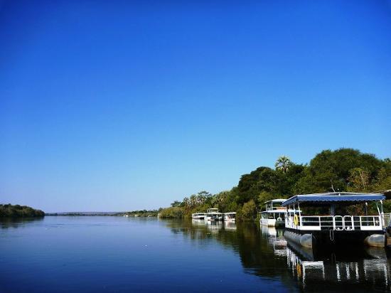 Zimbabwe: アフリカ〝第4〟の大河