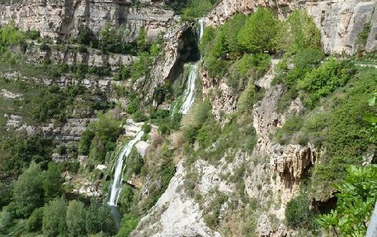 Sant Miquel del Fai Monastery: Cascada rio Tenes