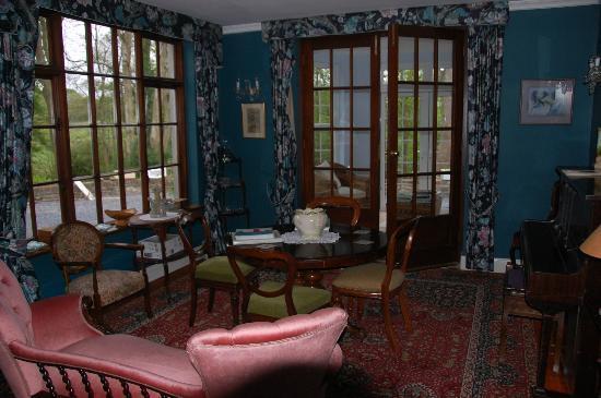 Abbey House B&B: Piano Room