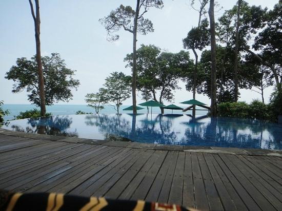 Banyan Tree Bintan: Swimmingpool am Hauptrestaurant