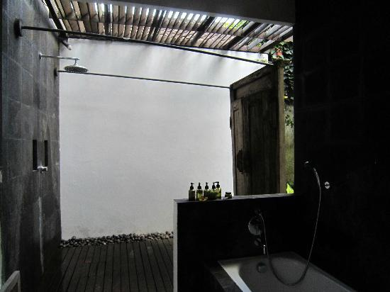 De Ubud Villas & Spa: bathroom