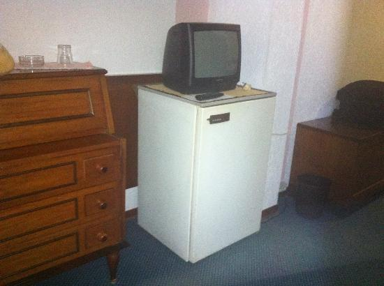 Hotel Grand Torino: Room with Refrigerator and TV !!!!