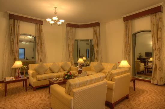 Siji Hotel Apartments: Two Bedroom Apartment Living Room