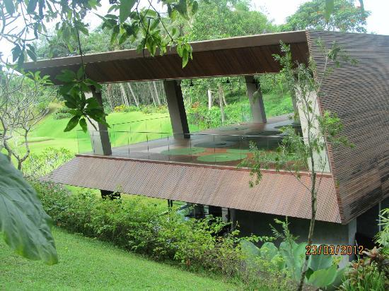 Maya Ubud Resort & Spa: Gym - yoga platform