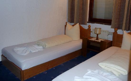 Appartementhaus Sonnenhof: Nebenschlafzimmer des Appartement Muttekopf