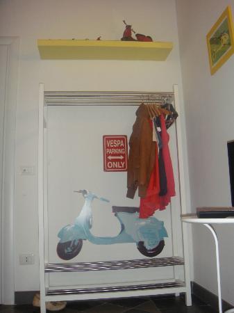 Mok'house B&B: vespa parking only :)
