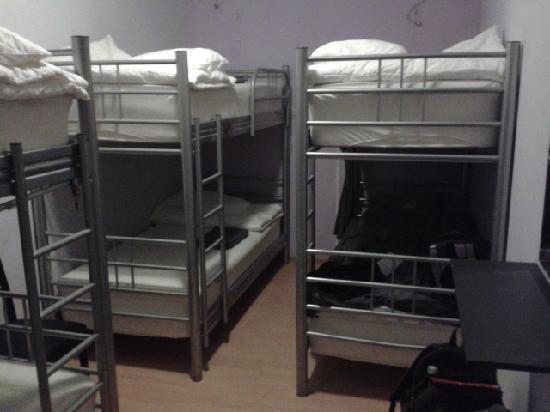Hostels By Nordic: Interior de habitación para 6 personas