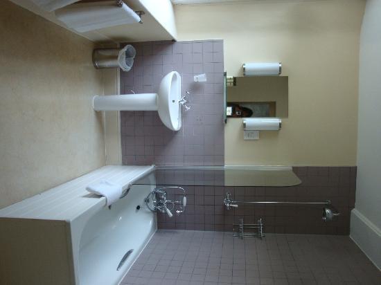 The Fleece: Room 5 bathroom