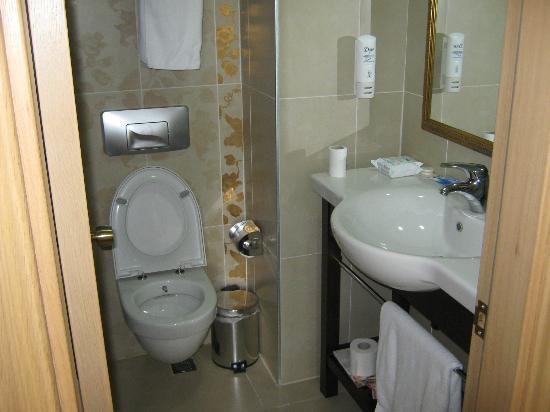Hotel Emre: Bathroom