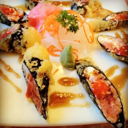 deep-fried spicy tuna roll - Bild från Sakura Sushi, Hua ...