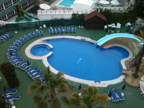 Hotel RH Corona del Mar : nicely kept pool area