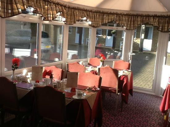 Broadlands Guest House: Breakfast in the conservatory