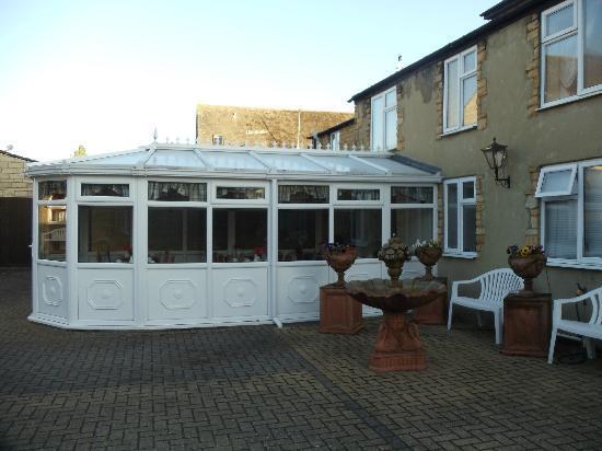 Broadlands Guest House: Conservatory