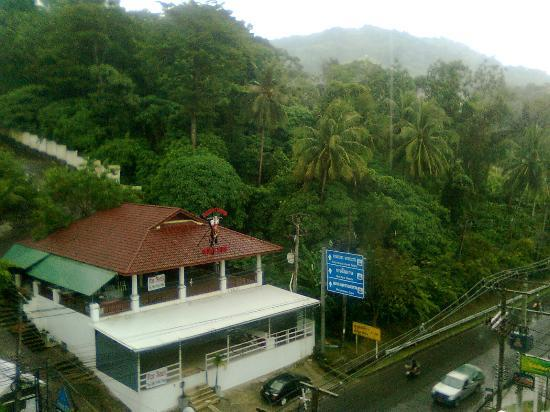 Platinum Hotel: Green hills after the rain