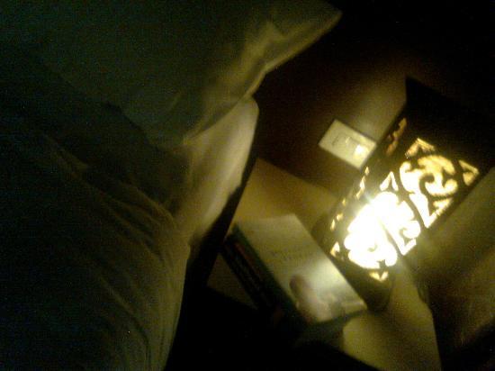 Platinum Hotel: Room at night
