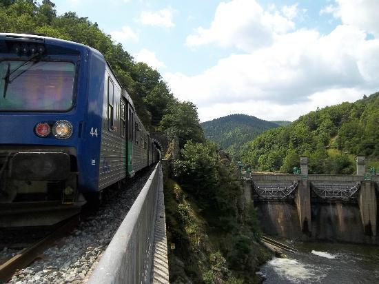train touristique des gorges de l'Allier au barrage de Poutès