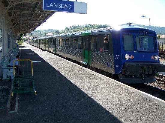 train touristique des gorges de l'allier en gare de Langeac (43-haute loire)