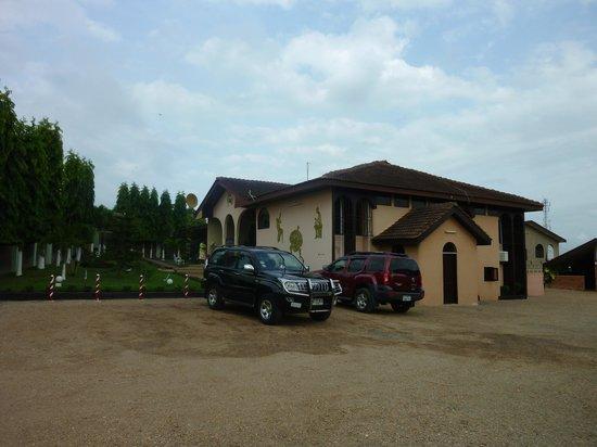 Arafynn Guesthouse: Guest House Grounds