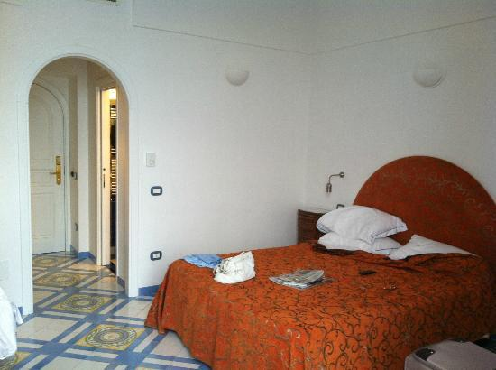 Hotel Croce di Amalfi: Our bedroom