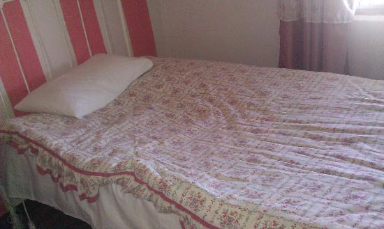 Buffelsvallei Guesthouse: Worn out bed