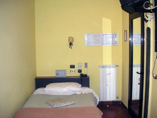 Hotel Toledo: Eizelzimmer