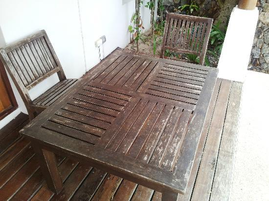 Shiva Samui: Baan Sarika - Horrible condition of Pool furniture