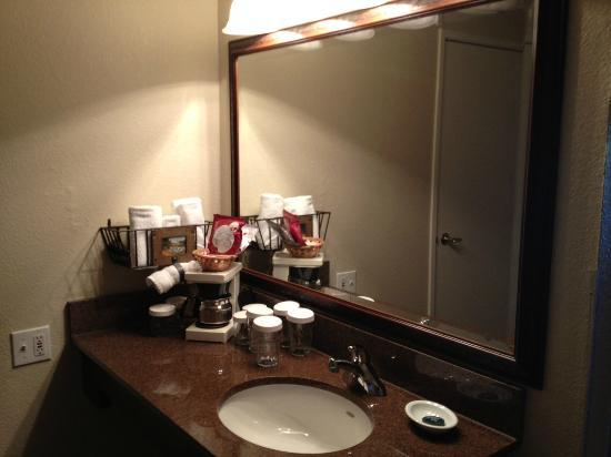 Best Western Plus Novato Oaks Inn : The vanity area