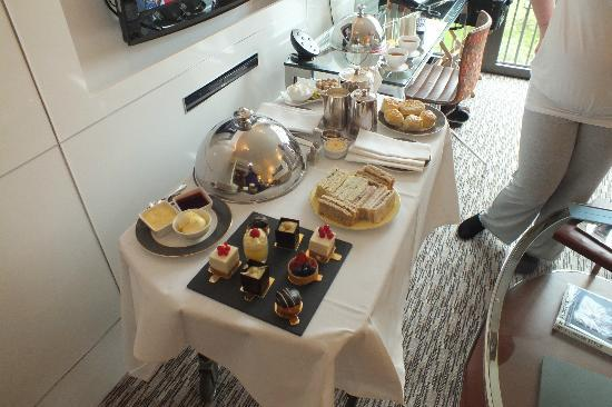The Athenaeum Hotel & Residences : Afternoon Tea