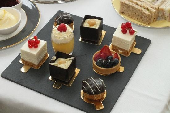 The Athenaeum Hotel & Residences : Afternnon Tea - Cakes