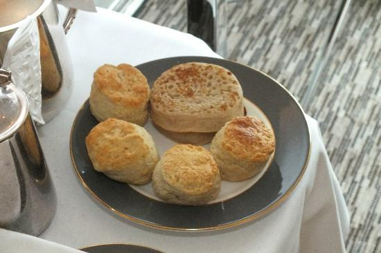 The Athenaeum Hotel & Residences: Afternoon Tea - Scones and Crumpets