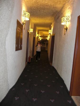 Goreme Kaya Hotel: 長い廊下