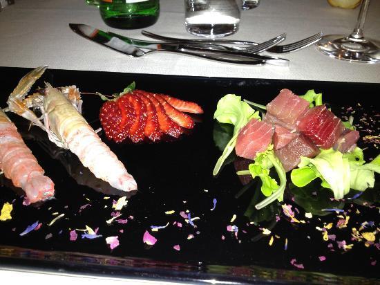 Osteria da Chichibio: crudo di scampi e dadolata di tonno