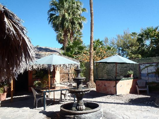 Iguana Inn: The BBQ area/bar is off to the right.  Oh, how I wish I could have used this during my trip!